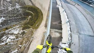 Bike balancing 200m high up - Fabio Wibmer - 3år sedan